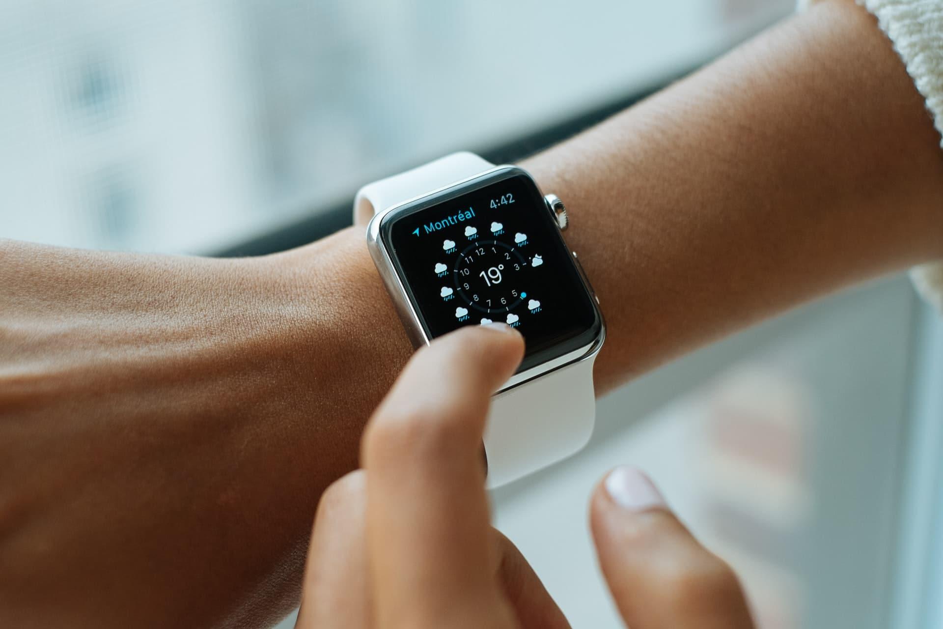 apple-watch-white-strap